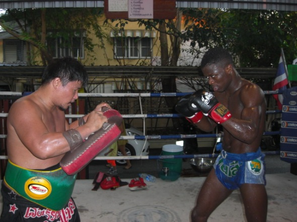 Victor (Australia) training for his upcoming fight with Bovy Sor Udomsorn.
